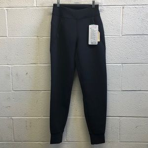 Lululemon black Embrace the Space pant sz 2 NWT